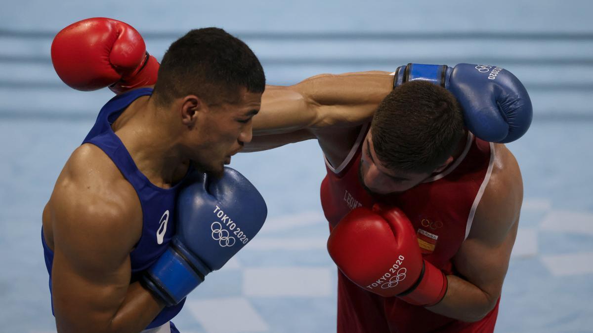 El boxeador español Gazi Jalidov, ante el australiano Paulo Aokuso.