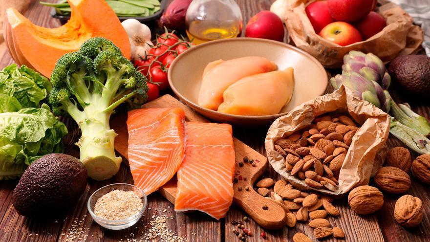 Los alimentos que debes comer (y que tienen pocas calorías) si quieres adelgazar