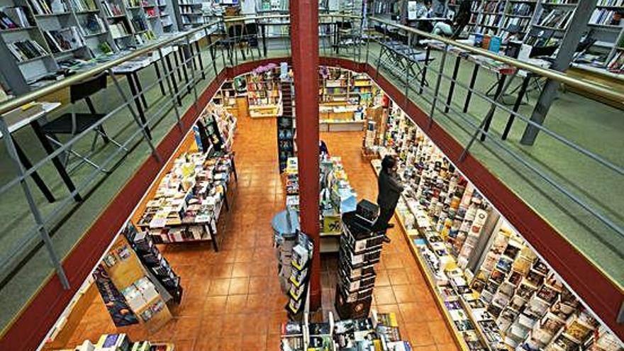 La librería Sinopsis se duplica