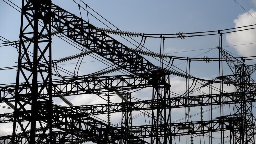 El precio de la luz cae un 2% este viernes hasta los 203,54 euros/MWh