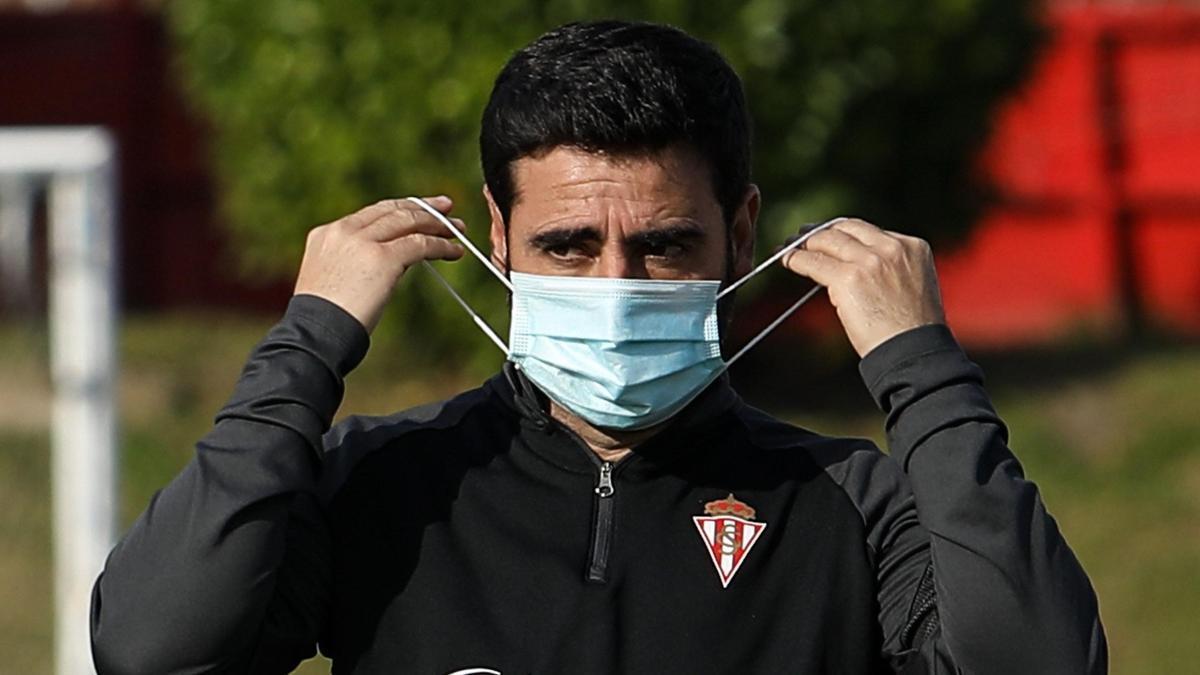Gallego, en un entrenamiento del Sporting