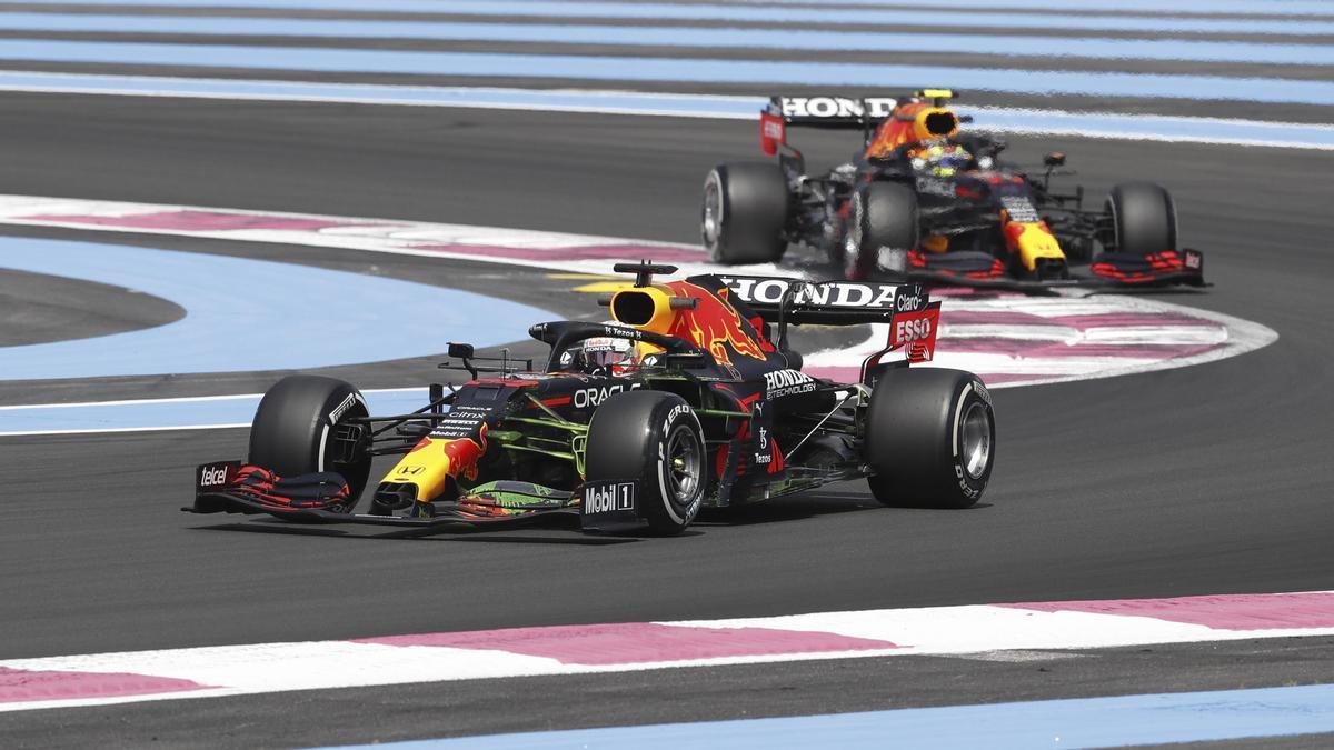 Verstappen y 'Checo', a reforzar los lideratos de Red Bull en su circuito.