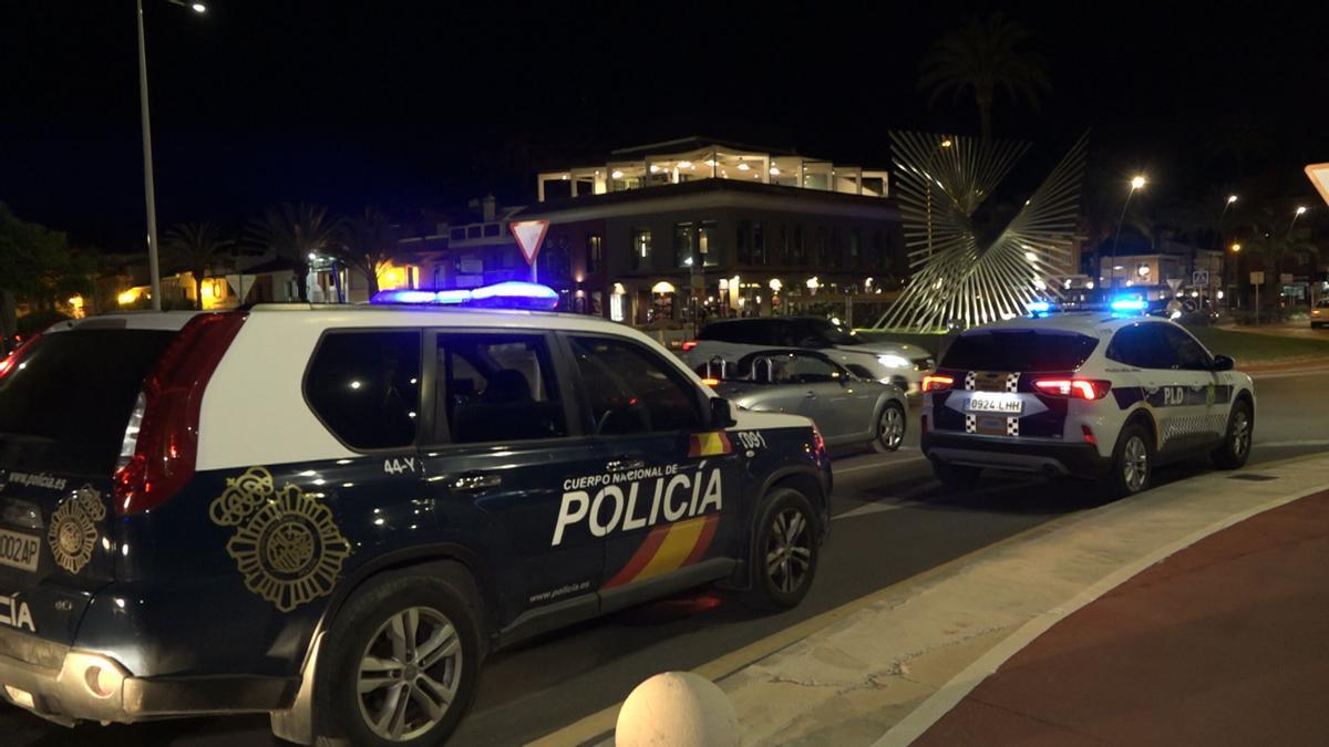 Uno de los controles de la Policía Local y Nacional en la zona de la Punta del Raset de Dénia, este pasado fin de semana