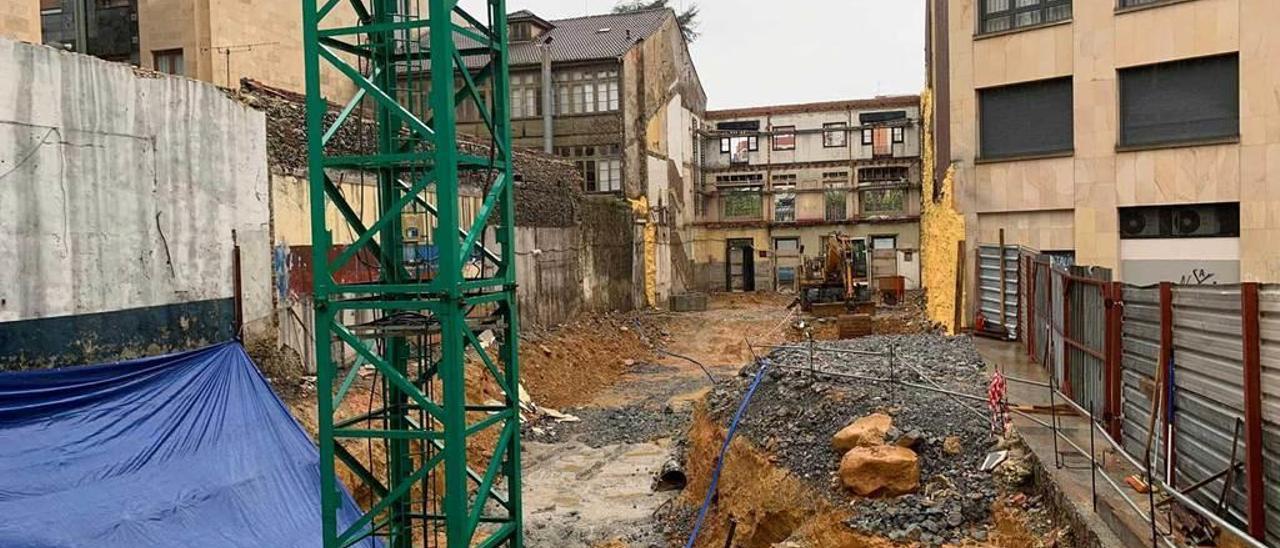 El solar donde se construirán dos bloques de viviendas en la Pola.
