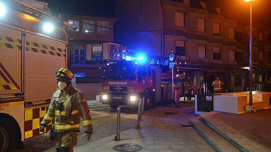 Más de 8.000 euros en daños tras quemar 23 contenedores en el área de Vilanova
