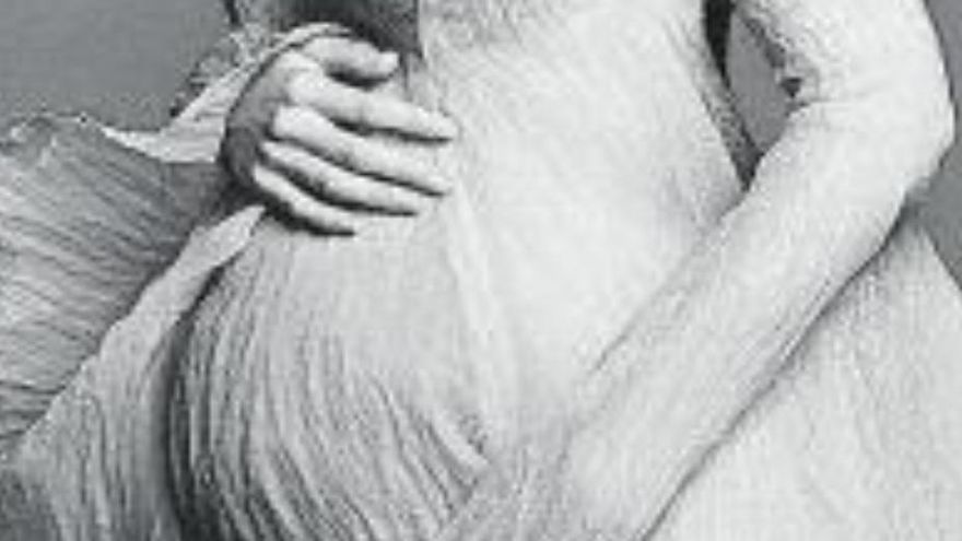 Gigi Hadid posa lluint embaràs