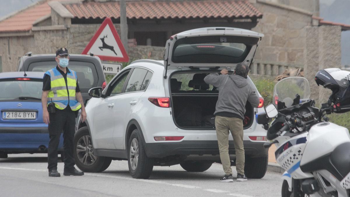 Control de la Policía Local de Marín