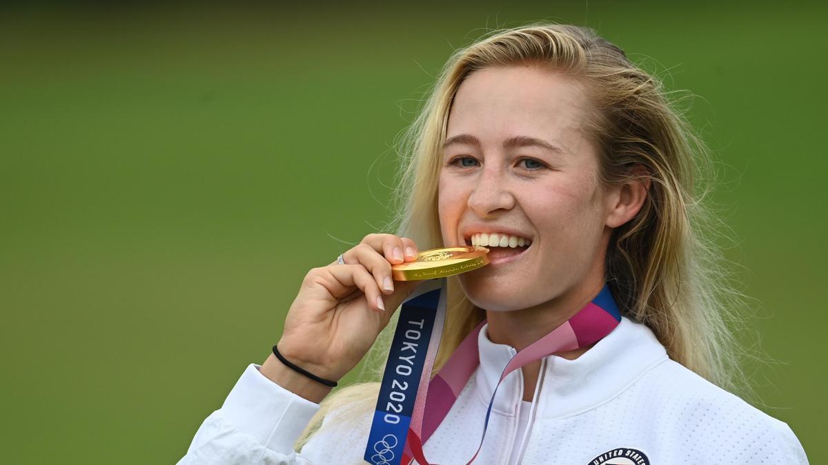 Nelly Korda, con la medalla de oro de Tokio 2020.