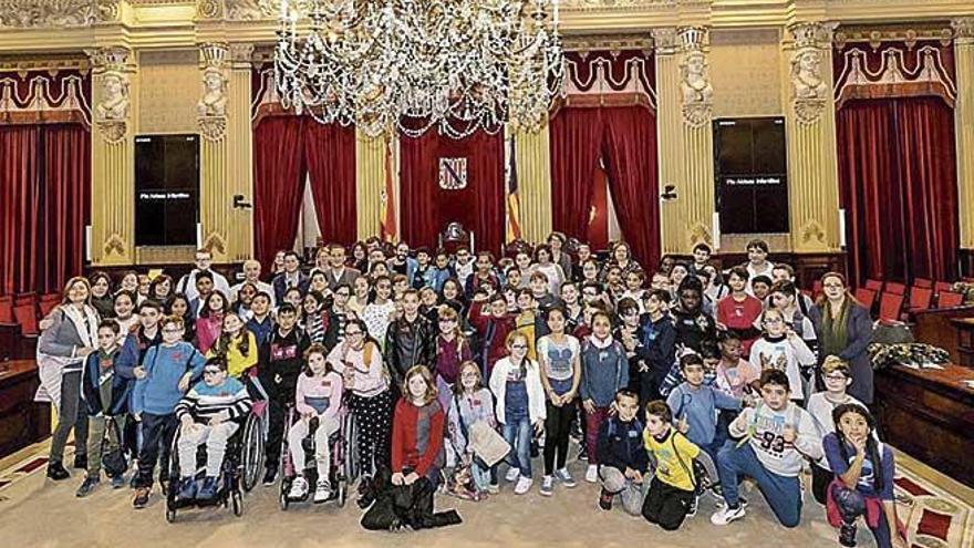 Los niños claman por la igualdad en el Parlament