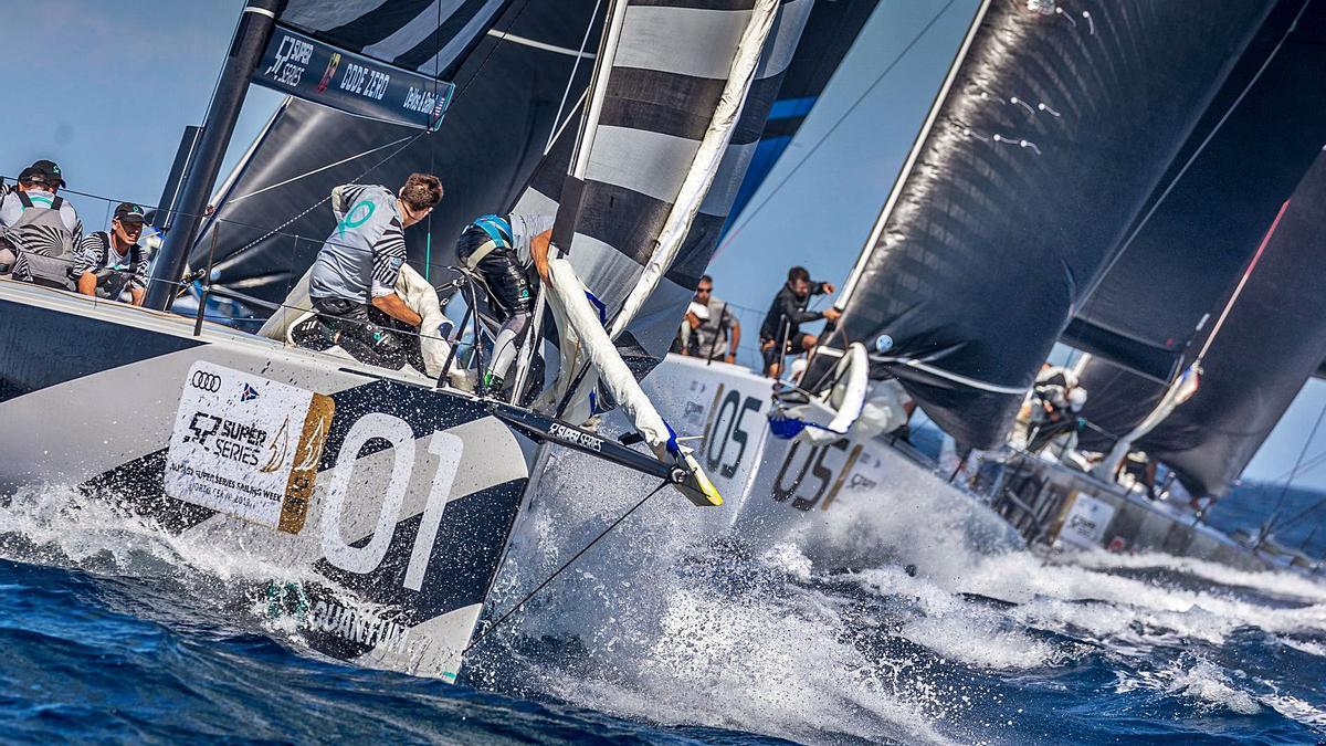 Imagen de la flota en una de las mangas del Mundial de la clase TP52 disputado en la Bahía de Palma.