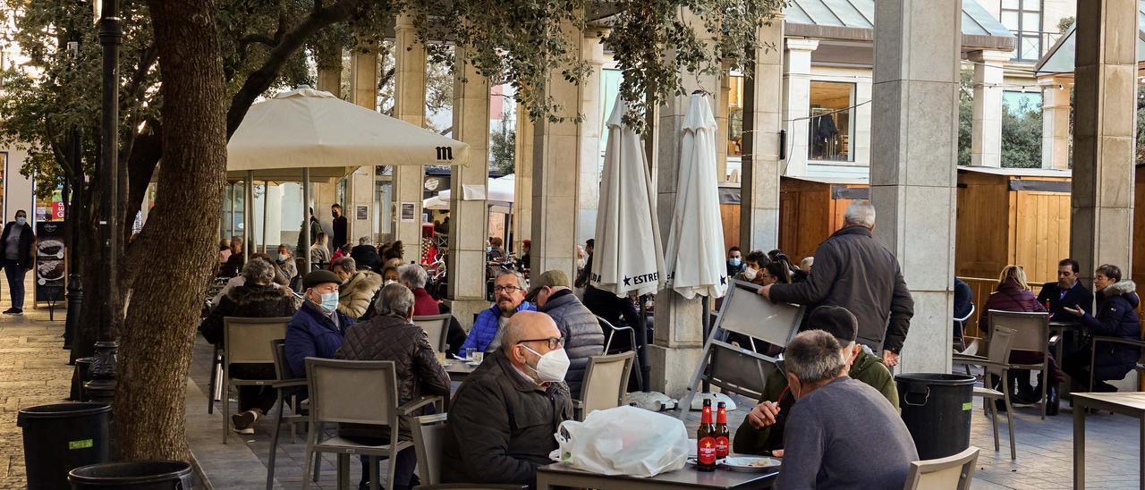 Las terrazas de la plaza Santa Clara mantendrán su extensión actual en Castelló