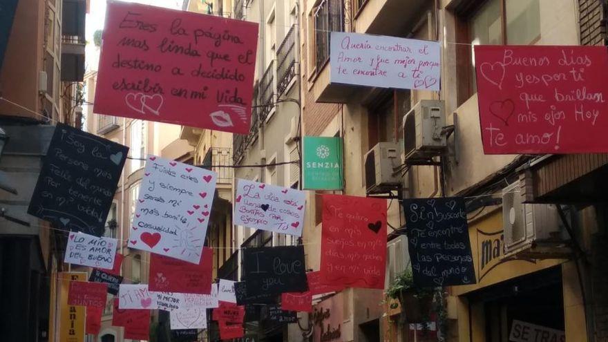 La calle Sociedad  desafía a la crisis con mensajes de amor por San Valentín
