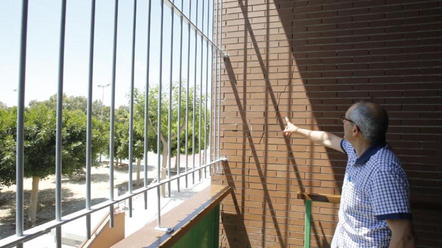 La fachada del IES Torrellano estará reparada para el próximo año