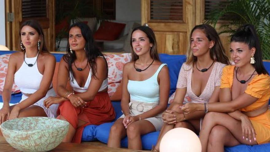 """Dos concursantes de la Isla de las Tentaciones se tatúan tras su paso por el programa: """"Que esto no lo separe nadie"""""""