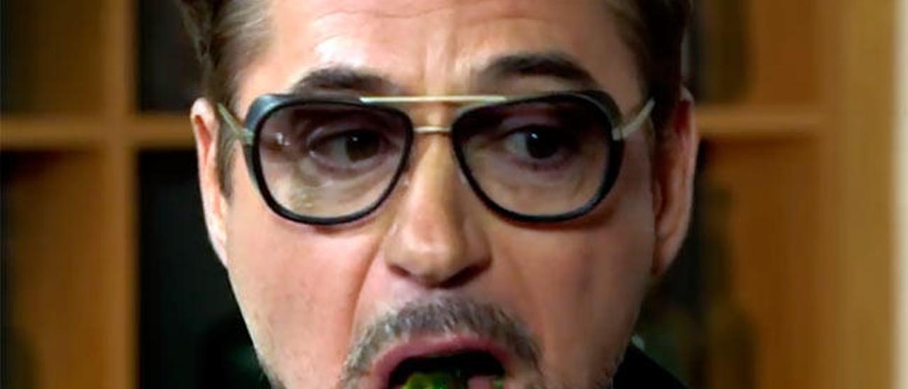 Robert Downey Jr. prueba los pimientos de Padrón.