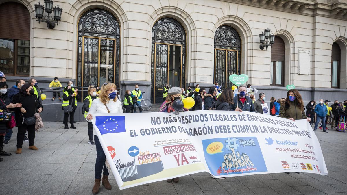 Protesta de trabajadores interinos realizada en Zaragoza en febrero de 2021