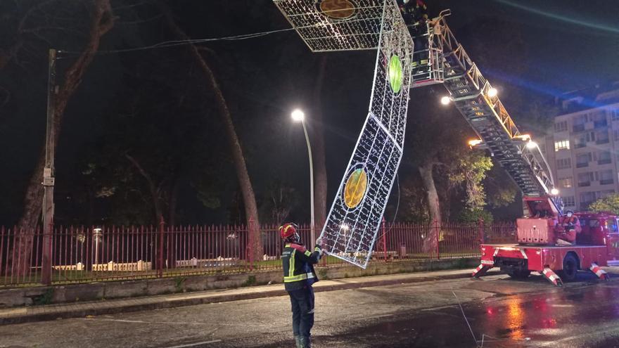 Retiran parte del alumbrado navideño de Vilagarcía debido al temporal
