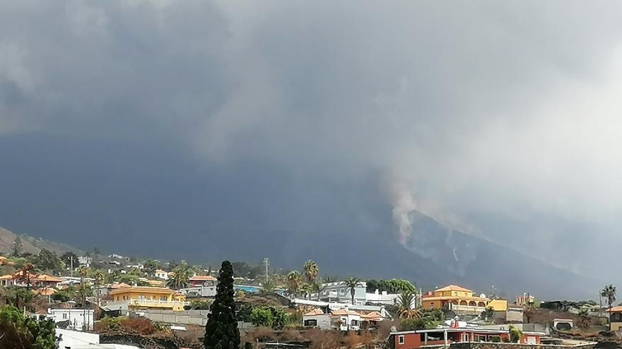 La actividad del volcán de la Palma se intensifica con la apertura de una nueva boca