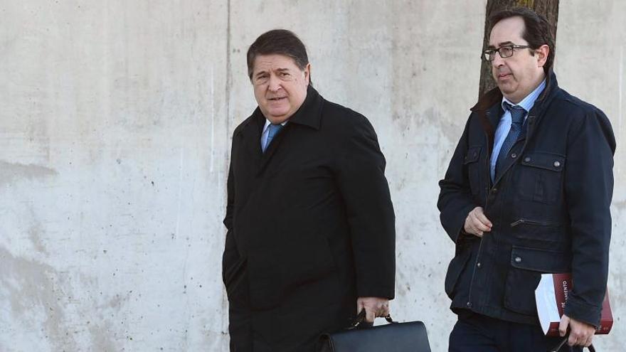 El execretario de Bancaja admite que Olivas fijaba el orden del día del consejo