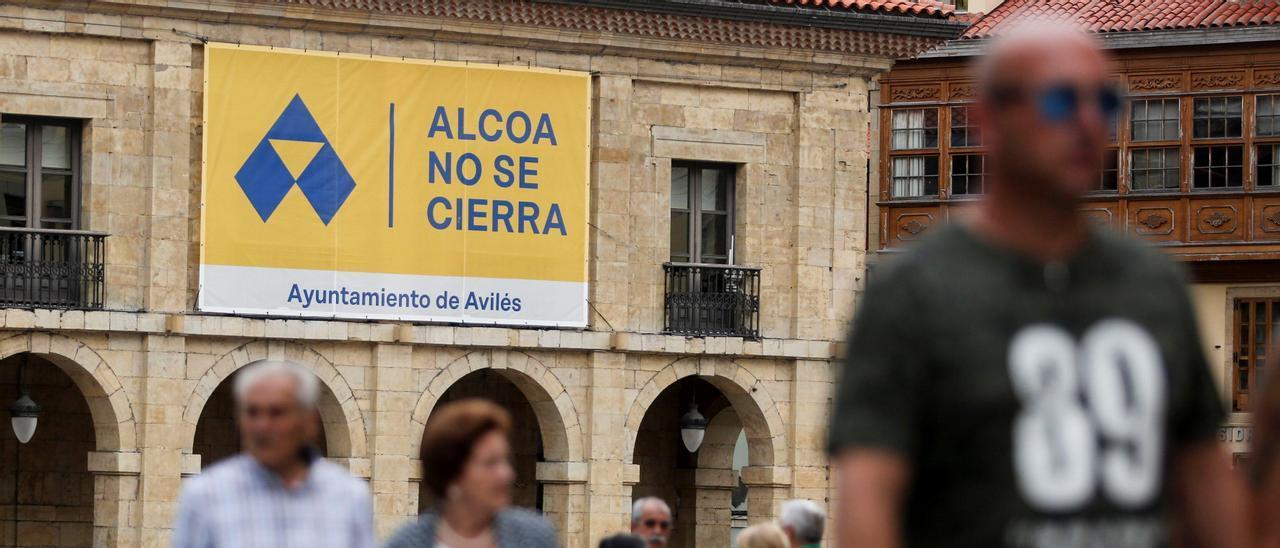 Pancarta contra el cierre de Alcoa