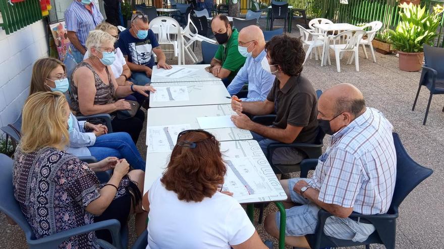 El Ayuntamiento de San Vicente presenta a los vecinos del Pozo San Antonio un plan parar mejorar la accesibilidad
