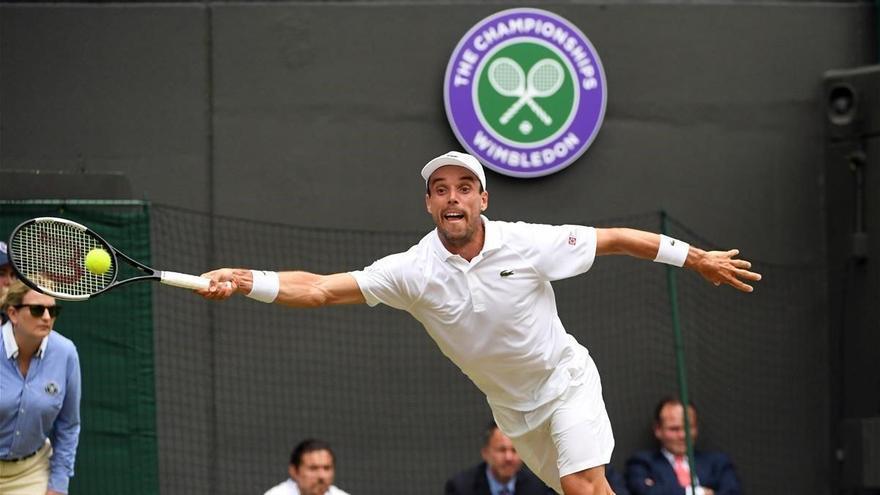 Bautista alcanza las semifinales en Wimbledon
