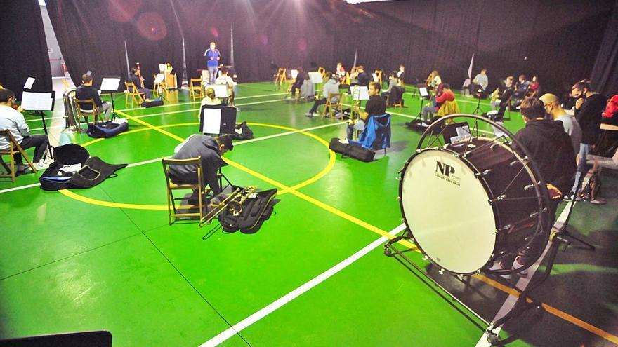 Un positivo en COVID en la Escola de Música de Meaño obliga a desinfectar el recinto