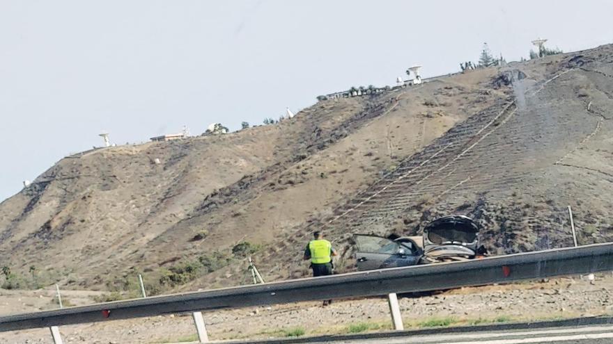 Un herido leve al volcar un vehículo en la autopista del Sur