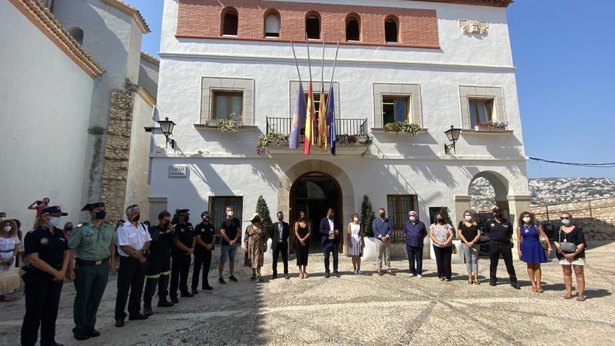 Minuto de silencio y recuerdo a las víctimas en Peñíscola