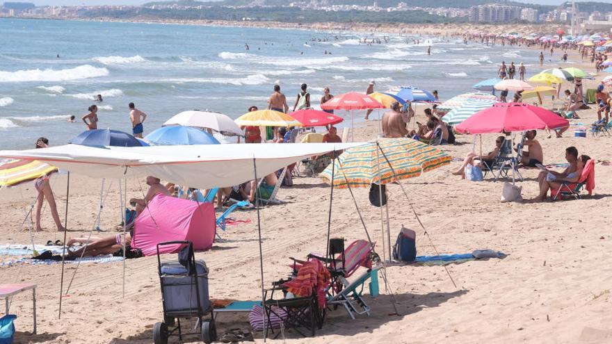 Cierran el acceso a tres playas de la Vega Baja por exceso de aforo