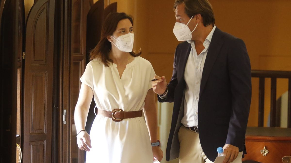 Cristina Casanueva y Antonio Repullo, antes de la rueda de prensa.