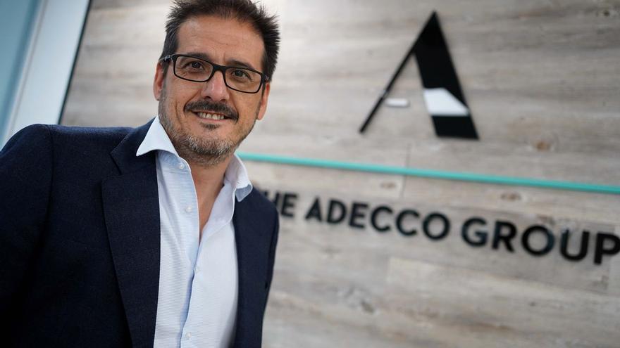"""Íker Barricat (Adecco): """"Las empresas van con cautela en los contratos de esta campaña de verano"""""""