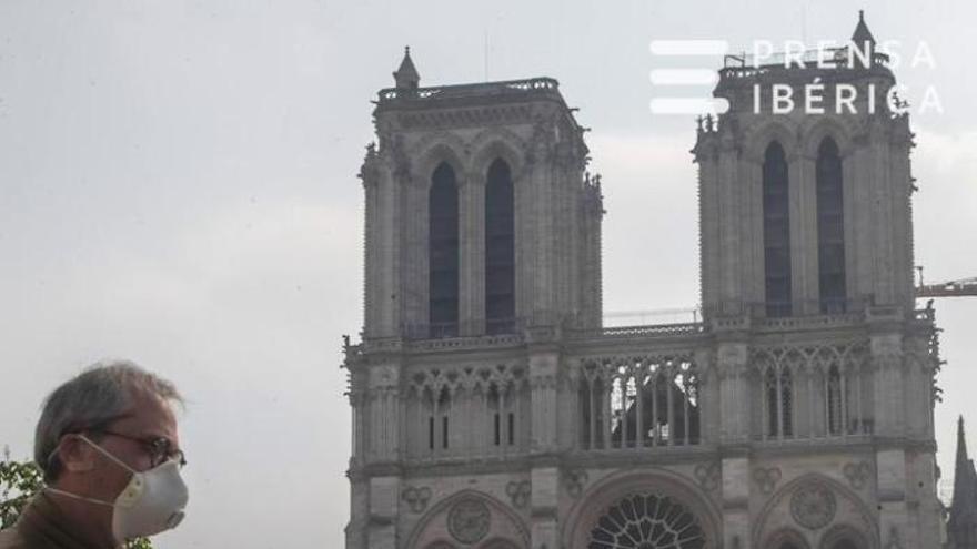 Un any sense Notre-Dame: Macron promet reconstruir la catedral en 5 anys malgrat el COVID-19.
