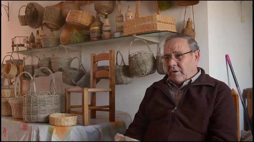 Los mayores de Guadalcázar recopilan en un libro más de 50 plantas silvestres comestibles