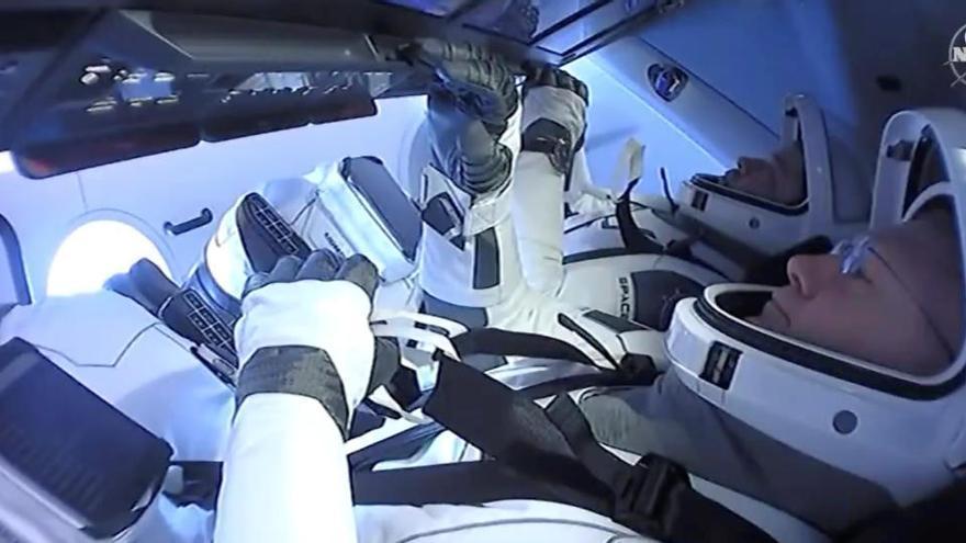 La càpsula Dragon Endeavour aterra i completa una missió històrica pels EUA