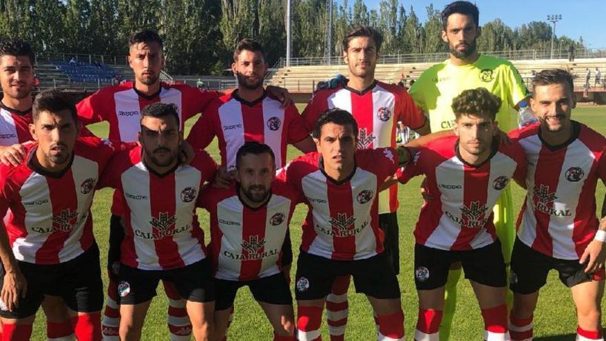 El equipo inicial del Zamora en su visita a la Cultural B en Puente Castro.