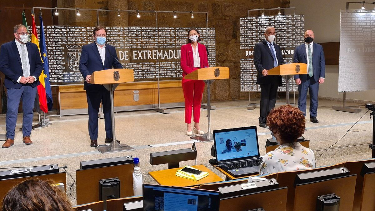 Rueda de prensa para la presentación del acuerdo sobre el proyecto de la azucarera.