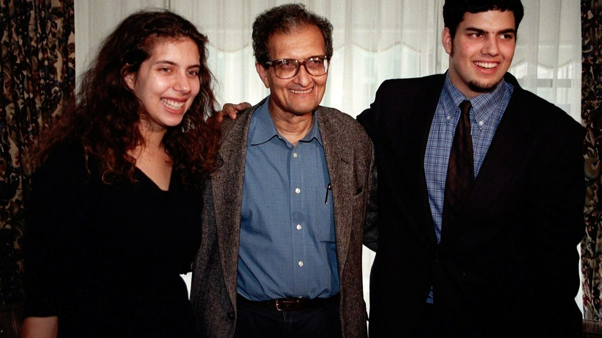 En el centro, el economista indio Amartya Sen.