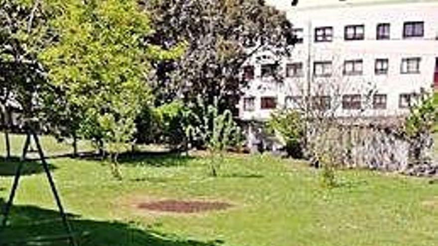El PP denuncia que Oleiros deja hace años que un vecino use una parcela pública
