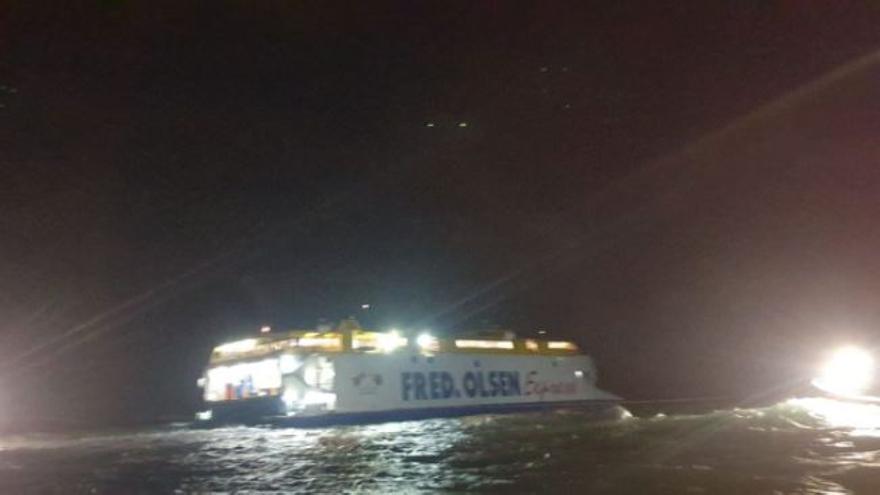 Encalla en Agaete un barco de Fred Olsen