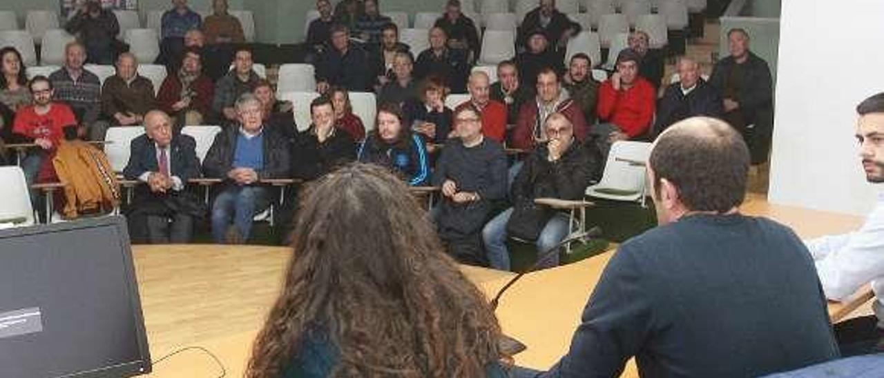 Una asamblea de la UD Ourense. // Iñaki Osorio