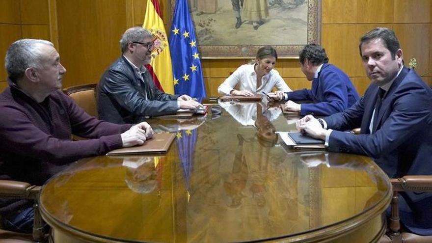 La patronal calcula que subir el SMI a 1.000 euros en el 2022 frenaría la creación de hasta 130.000 empleos