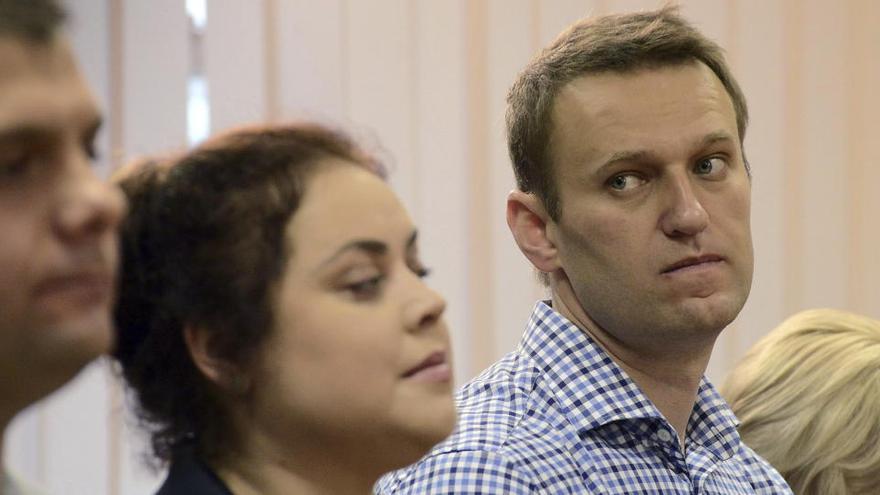Navalni publica una foto bajando una escalera y narra sobre su recuperación