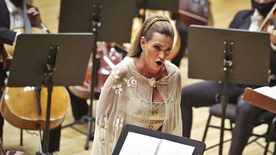 Ainhoa Arteta acusa al concejal de Cultura de haber boicoteado su concierto en el Auditorio