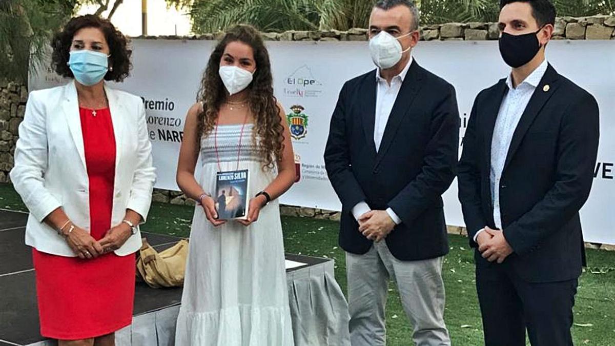 La joven Lara Suárez-Mira, en la entrega del premio.  | // L. O.