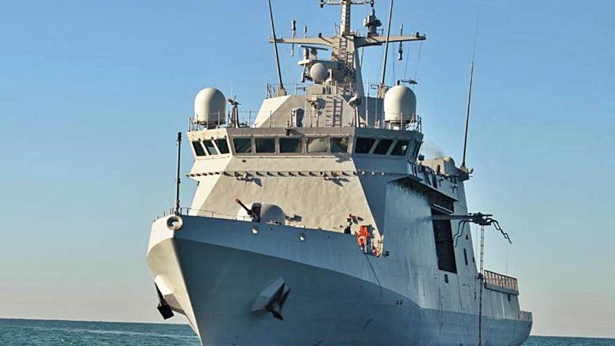 El buque 'Tornado' ya  está realizando patrullas  en aguas canarias