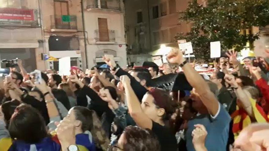 Protesta massiva a Figueres contra la sentència que condemna els polítcs catalans