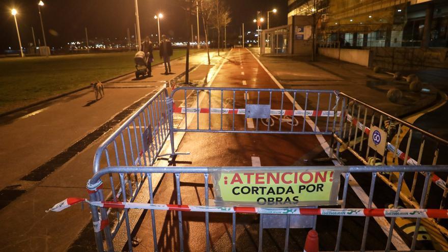 El recién inaugurado carril bici de Mariano Pola, cerrado por desconchones
