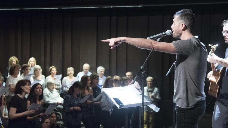"""The Sing Sang Sung convoca avui una cantada virtual de """"Compta amb mi"""" de Txarango"""