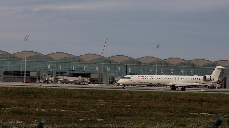 ¿Te gustaría que el aeropuerto de Alicante-Elche se llamara Miguel Hernández?